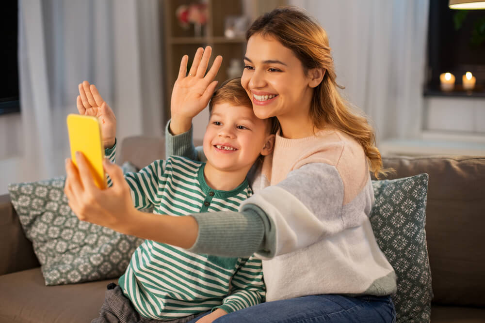 online-learning-kids-interacting-with-friends