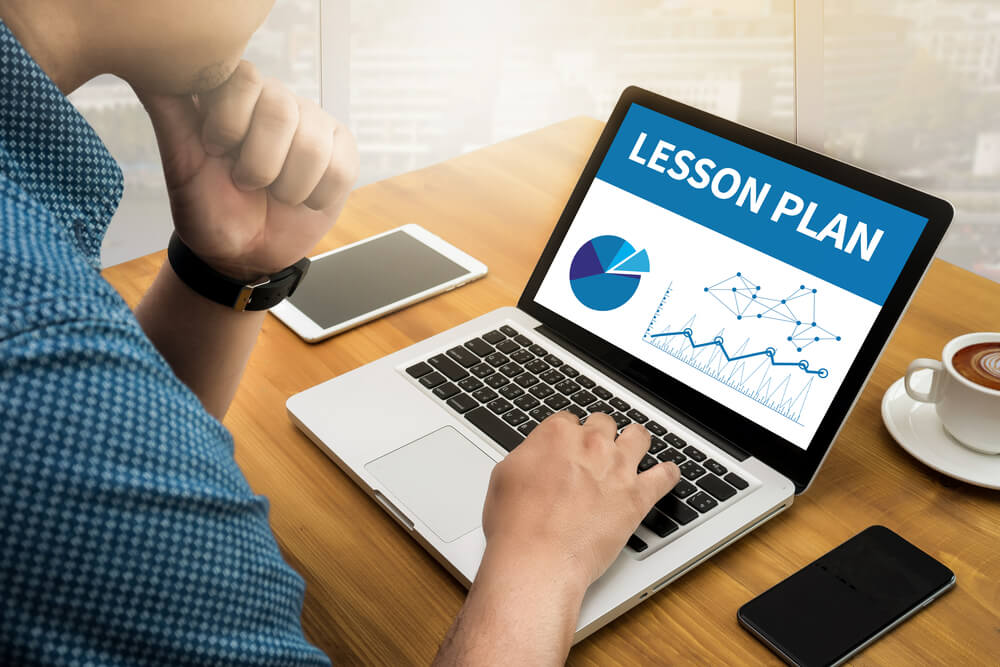 should-teachers-plan-lessons-for-online-classes